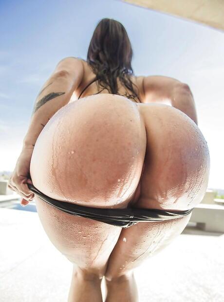 Big Wet Booty Pics