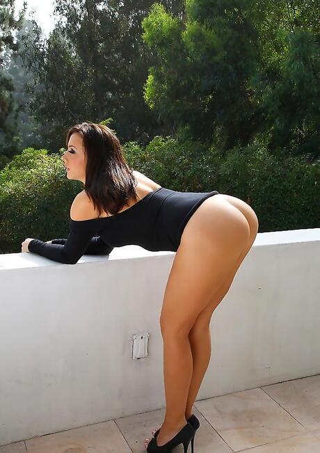 Big Booty Babes Pics