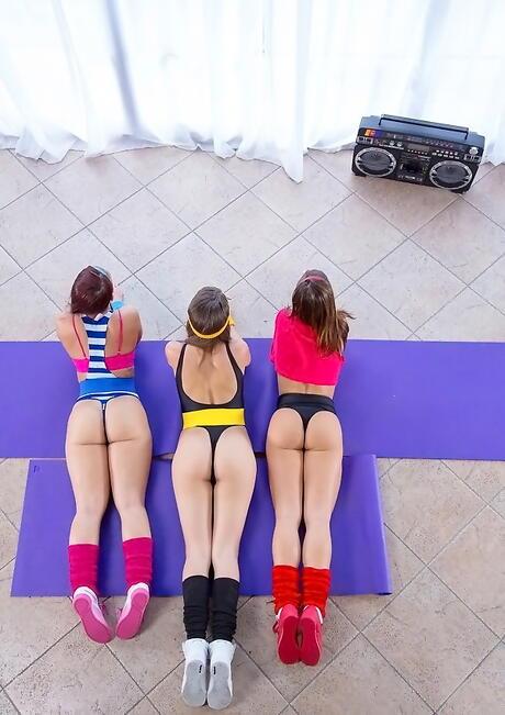 Big Booty Lesbians Pics